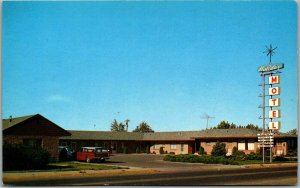 Twin Falls, Idaho Postcard HOLIDAY MOTEL Highway 30 Roadside c1950s Unused