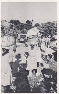 Port-Au-Prince , HAITI , 1930-50s ; Peasants Carrying Vegetables