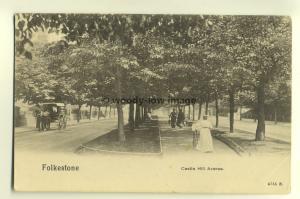 tp5480 - Kent - Folks walking along Castle Hill Avenue in Folkstone - Postcard
