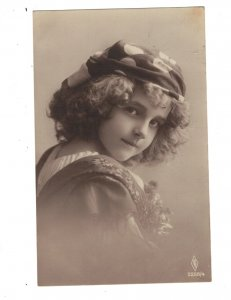 HI1001 FAMOUS MODEL OF THE 1920 GRETE REINWALD FUNNY HAT RPPC      AT