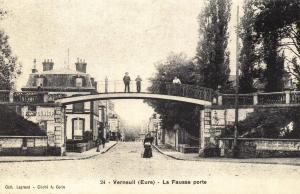 Postcard Vintage VERNEUIL (Eure) La Fausse Porte French Reproduction