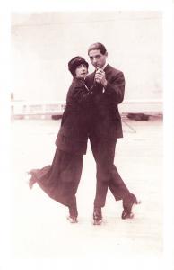 Nostalgia Postcard Dancing the Tango on Skates 1913 Reproduction Card NS33