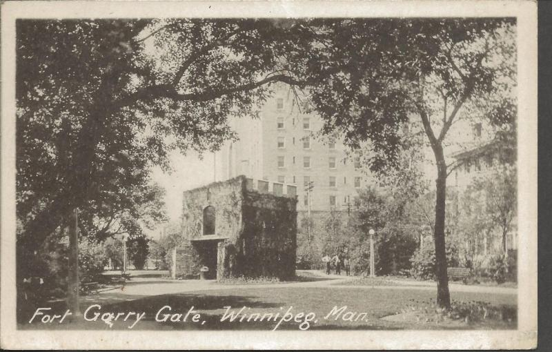 Postcard Fort Garry Gate Winnipeg Manitoba CANADA