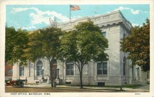 Waterloo Iowa~US Post Office~Vintage Car~Patrons on Steps~1928 Postcard