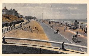 Holland Scheveningen, Boulevard, beach, vintage car, voiture, bicycles, animated