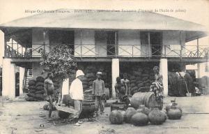 Dahomey Benin Interieur d'une Factoreri (epurage de l'huile de palme) palm oil
