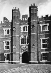 Vintage REAL PHOTO Postcard HAMPTON COURT PALACE George II Gateway by MOW