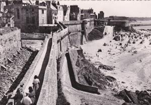 RP, La Ville Fortifiee, Les Remparts Au Bord De La Plage, SAINT-MALO (Ille-et...