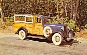 1933 DODGE WESTCHESTER SEMI SEDAN WOODY SUBURBAN-ROARING 20s AUTOS POSTCARD