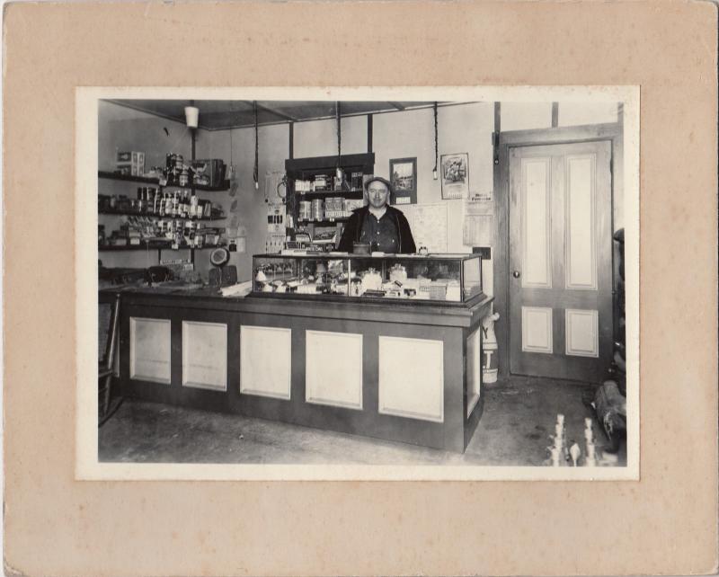 RP: MT. HOPE , Maine , 1900-10s ; Store Interior