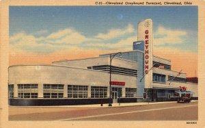 LPS54 CLEVELAND Ohio Greyhound Bus Terminal Postcard