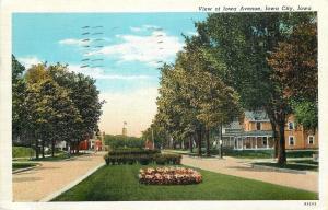 Iowa City Iowa~View of Iowa Avenue~Large Homes~Flowers in Median~1944