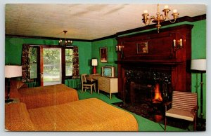 Sanford Maine~Chateau Allen's Motel~Executive Suite Interior~TV is On~1970s PC