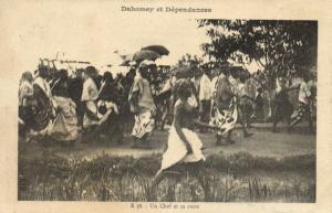CPA Dahomey Afrique - Un Chef et sa suite (86856)