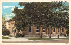 Perry Iowa~US Post Office Behind Shade Trees 1920s Postcard