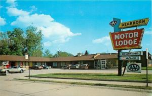 Dearborn Michigan~Jean's Motor Lodge~Front View~Sign~Cars~1970s Postcard