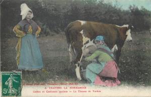 France peasant women folk costumes milkmaids milkmaid milk cow tireuse de vaches