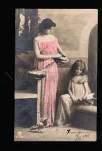 034805 Tinted Lady & Girl w/ PIGEONS. Vintage Photo