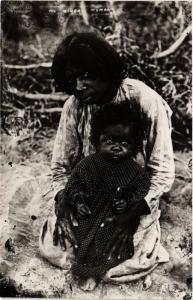 Singapore Postcard The Bingai Woman (a1405)