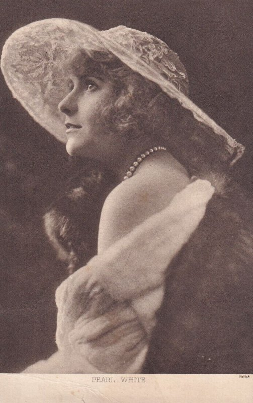 PEARL WHITE, 1900-10s; American Film Actress