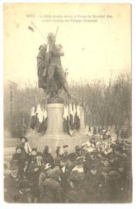 La Foule Devant La Statue Du Marechal Ney, Troupes Francaises, Metz (Moselle)...