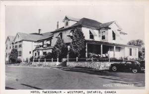 RP: WESTPORT , Ontario , Canada ,30-40s; Hotel Tweedsmuir