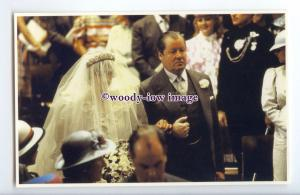 r2517 - Princess Diana enters with her Father, the Earl Spencer - postcard