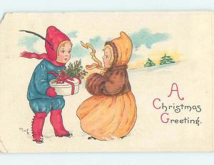 Pre-Linen sign BOY GIVES CHRISTMAS PRESENT TO CUTE GIRL hk9644
