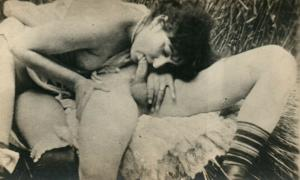 ADULT RISQUE COUPLE ORAL SEX PORN VIEW ANTIQUE REAL PHOTO RPPC