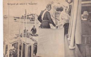 hertigparet gar omboard a Wasaorden , Sweden , 00-10s ; Duke & Queen boardi...