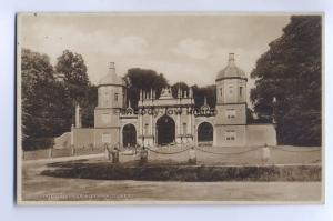 tp4882 - Lincolnshire - The Lodge Gates, Burghley Park in Stamford -  Postcard