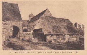 Varengeville-sur-Mer, France , 00-10s ; Manoir d'ango ._ Sortie Ouest