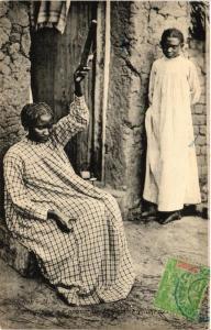 CPA Tananarive. Femme filant. MADAGASCAR (626136)