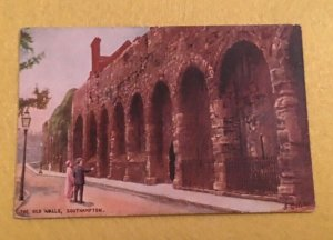 UNUSED POSTCARD - THE OLD WALLS SOUTHAMPTON HAMPSHIRE ENGLAND (KK27)