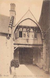 Bruges, Cour de l´Hotel Gruuthuse, Portail d´entree, West Flanders, Belgium...