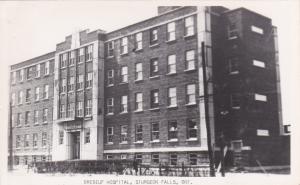 RP: Brebeuf Hospital , STURGEON FALLS , Ontario, Canada , 30-40s
