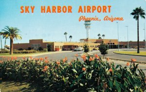 USA Arizona Phoenix Entrance to Sky Harbor Airport 03.78