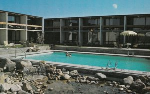 EDMONTON , Alberta , Canada , 50-60s ; Edmonton Inn Swimming Pool