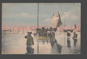 093194 FRANCE Berck-Plage Debarquement du Poisson Vintage PC