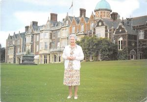 B99777 queen sandringham house elizabeth II uk  famous people