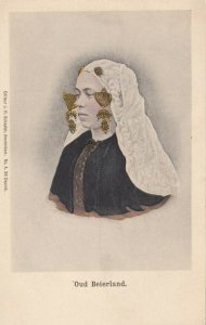 Oud Beirland , Netherlands , 00-10s ; Woman in local costume