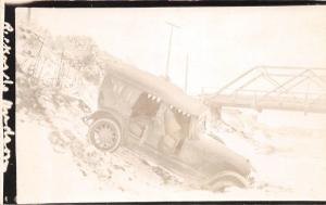 <A12> Early AUTOMOBILE Real Photo RPPC Postcard c1920 WRECK Disaster River 17