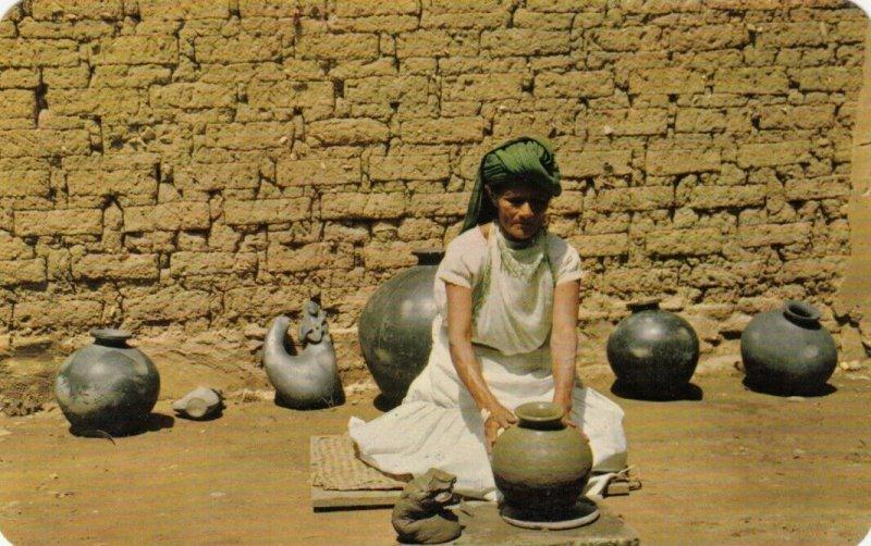 OAXACA , Mexico , 40-60s; Dona Rosa making pottery by hand