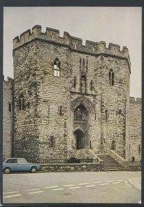 Wales Postcard - Caernarvon Castle, King's Gate    T8607