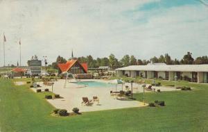 DUNN, North Carolina, PU-1967; Howard Johnson's Motor Lodge, Swimming Pool