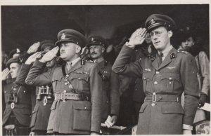 RP: Z.K.H. Prins Bernard in gezelschap van Lt. Gen. C. Foulkes C.P.R. , 30-40s
