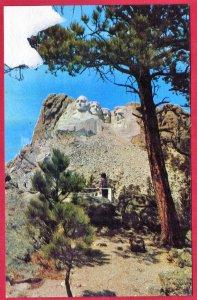 MOUNT RUSHMORE NATIONAL MEMORIAL. BLACK HILLS OF SO. DAKOTA