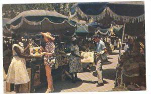 TOURISTS SHOPPING AT NASSAU'S FAMOUS ''RAWSON SQUARE'' STRAW MARKET, BAHAMAS,...