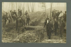 Baudette MINNESOTA RP 1910 MASS GRAVE Forest Fire 29 DEAD Burial in Progress