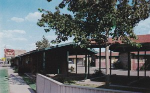 SEMINOLE , Texas , 1950-60s ; The Raymond Motel, U.S. Highways 180 & 62